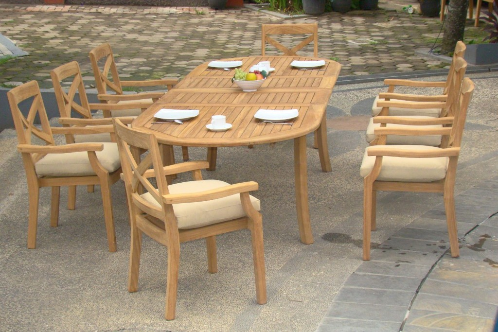 what makes teak the gold standard for garden furniture