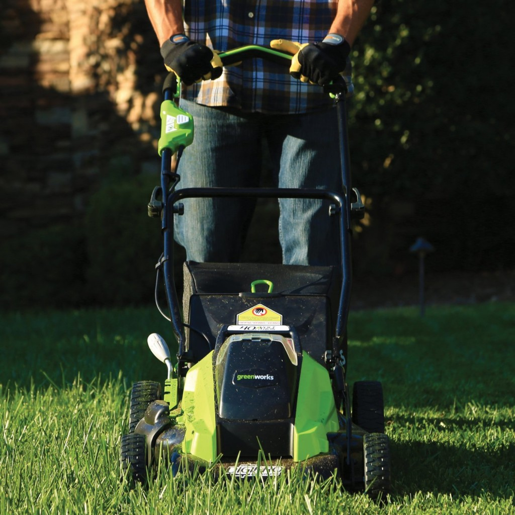 """Lawn Mower Overhaul : Lawn mowing service shares """"cutting tips for every season"""
